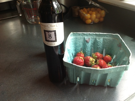 Omega vinegar with stawberries