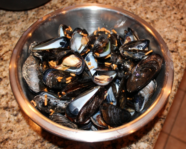 The finished product. Garlicky mussels ready for eating!